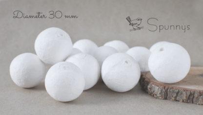 Idées de projets:  Vous pouvez utilisez les XXX en ouate de cellulose pour confectionner vos propres têtes de poupées, colliers, figurines, bonhommes de neige, boutons entourés de tissu....  Les XXXX en coton filé sont notamment très pratiques pour confectionner vos propres décorations pour le sapin de noël. En effet, elles ont toutes un petit trou, dans lequel vous pouvez insérer une attache en métal. Vous pouvez facilement fabriquer vos propres attaches à l'aide de fil métallique.